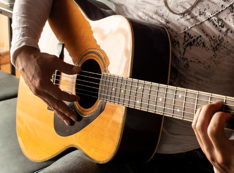 フォークギター イメージ